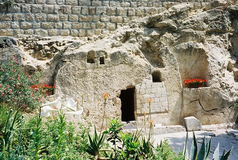 Tumba del Jardín de roca sólida
